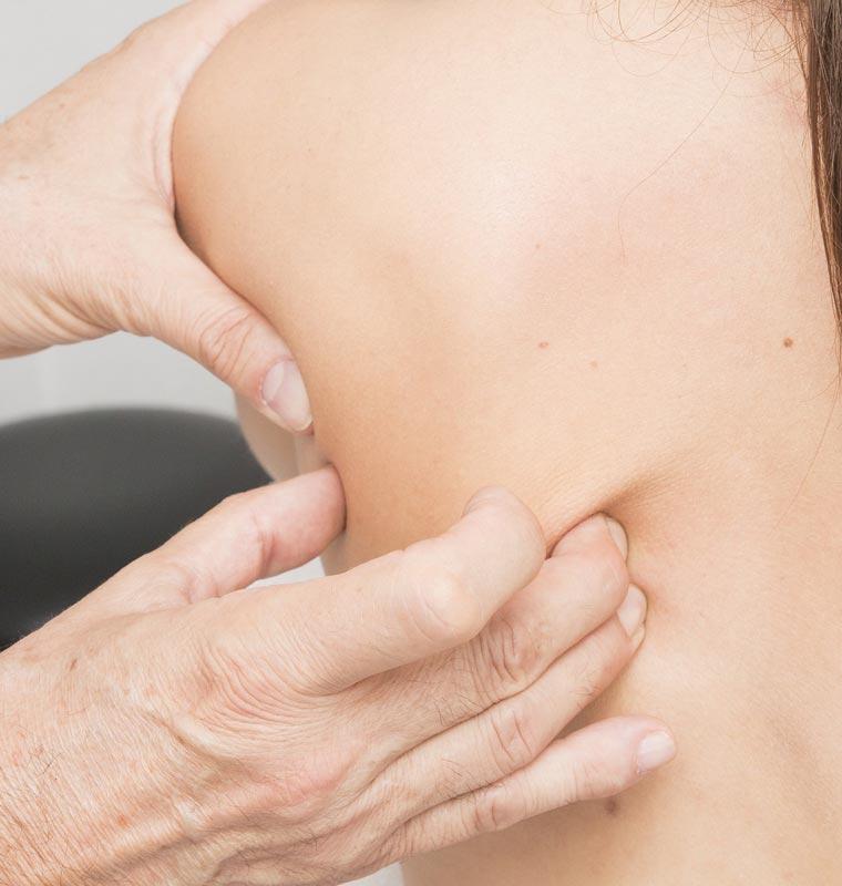Behandlung von Schulter von Frau